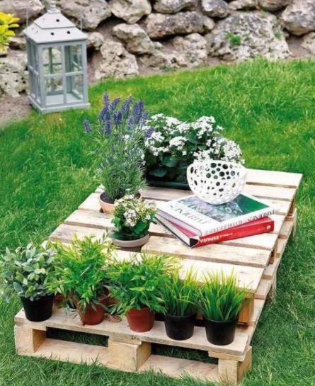 decorar un patio pequeño barato con palets