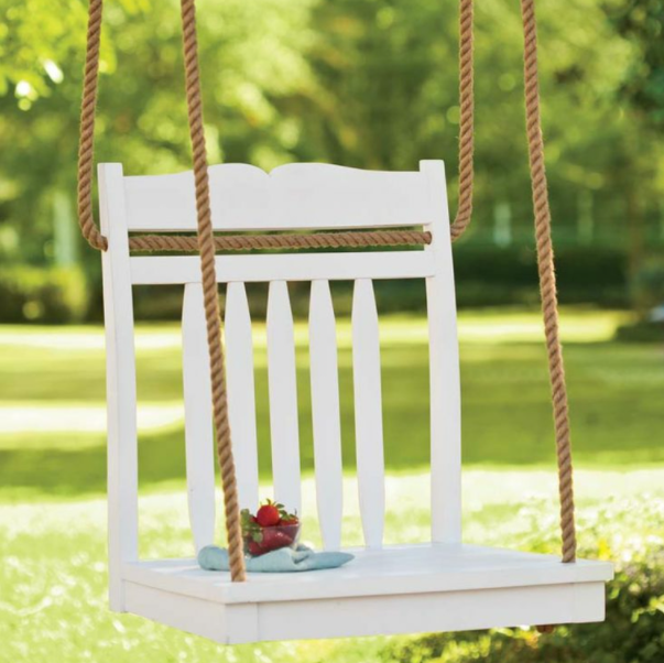 decorar un patio pequeño barato con un columpio