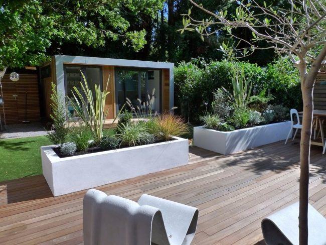 Usa cemento para construir canteros en tu jardín