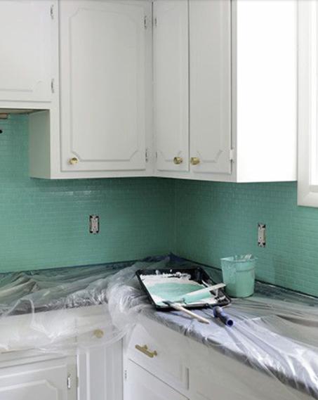 Pintar con verde menta azulejos de cocina