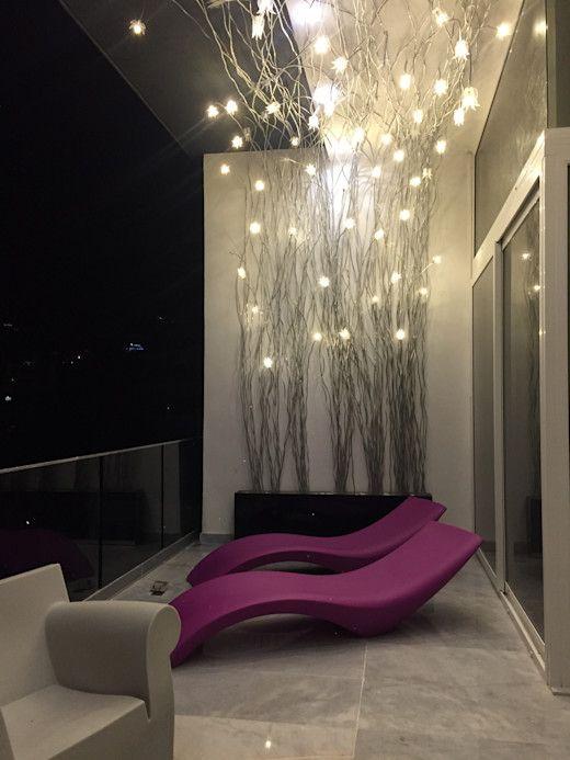 balcon moderno y Minimalista y con colores sofisticados