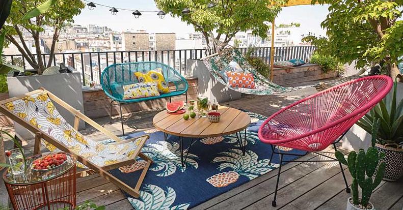 Decorar terrazas y balcones coloridos  con plantas