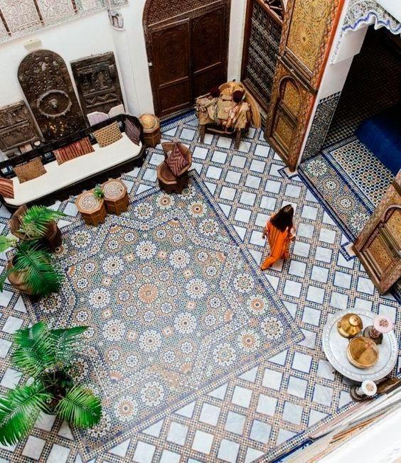 decorar patios internos con azulejo andaluz