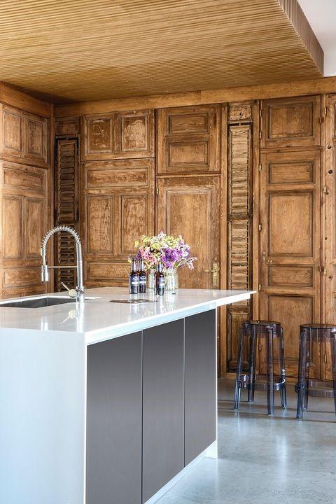 Madera sobre madera en cocinas rústicas