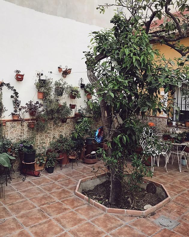 decorar patios pequeños sin césped de forma clasica