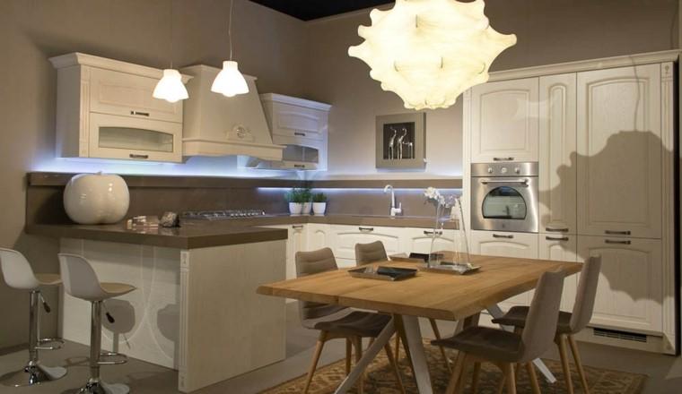 Entre luces y sombras crea una cocina moderna y vintage