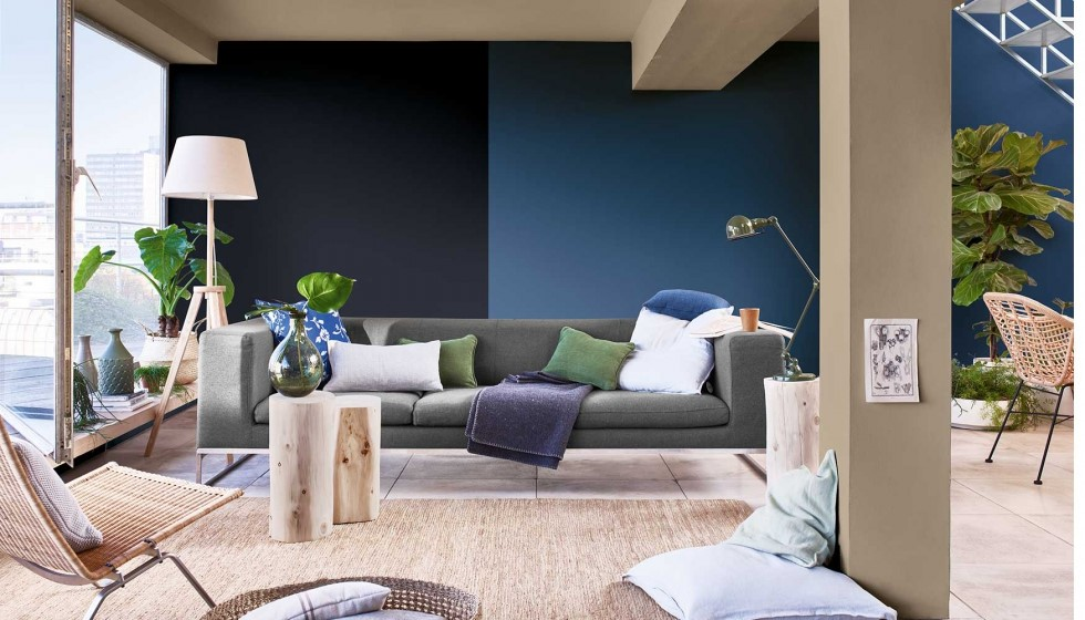 salon en color azul y negro bruguer