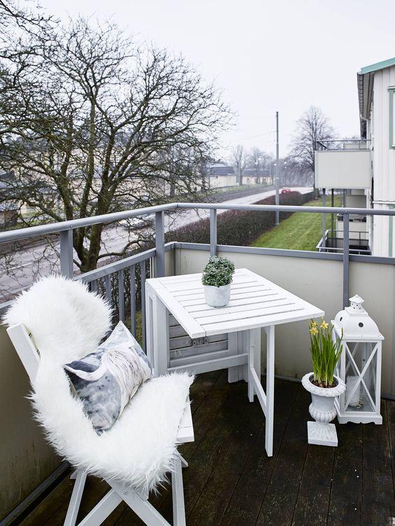 balcon moderno y Rústico y el blanco como protagonista