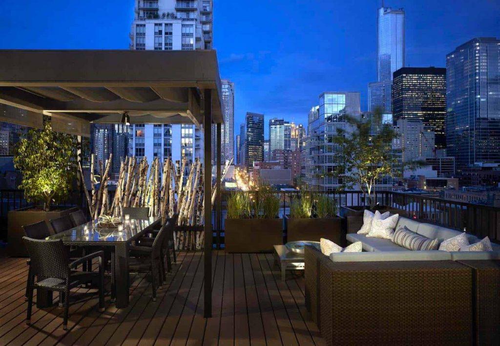 Terraza perfecta para una copa de noche en el ático