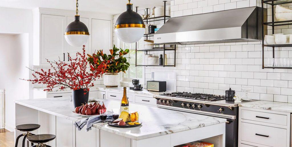 amplia la cocina con colores claros