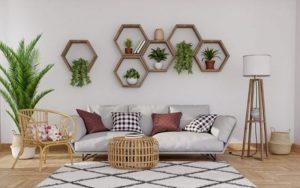decora la pared sobre el sofá