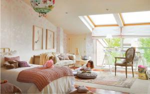 decoracion de buhardillas con techos bajos