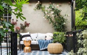 decorar patios pequeños sin césped