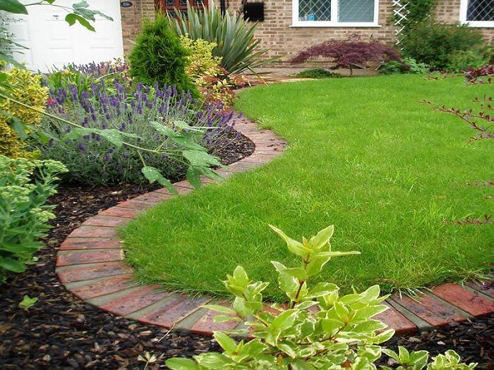 el ladrillo es Perfecto para dividir y delimitar áreas del jardín