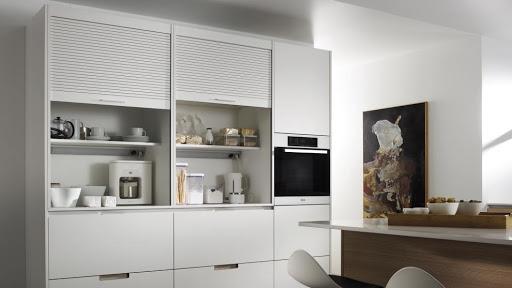 Esconde los electrodomésticos en un armario para el desayuno