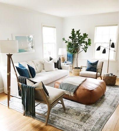 2 Sofás de estilos diferentes para decorar el salón