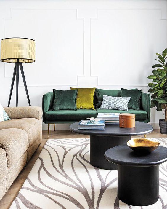 1 sofá Esmeralda y otro en color tierra