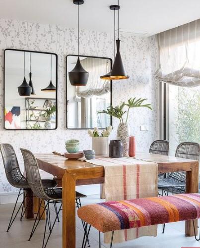 Salón comedor rústico moderno con papel tapiz