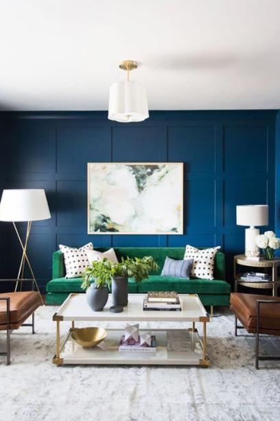 Salón azul con contrastes de colores