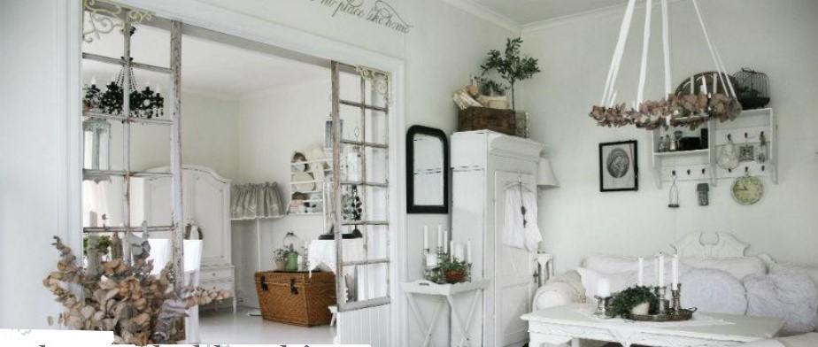 Salón de muebles blancos con decoración Shabby Chic