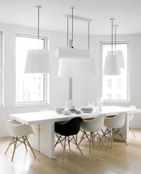 Salón comedor minimalista en blanco