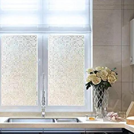 Ventana de cocina decorada con adhesivo mosaico