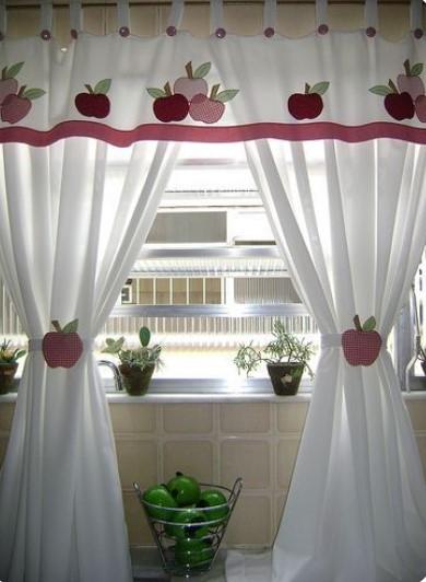 Decoración de cortina para cocina con manzanas