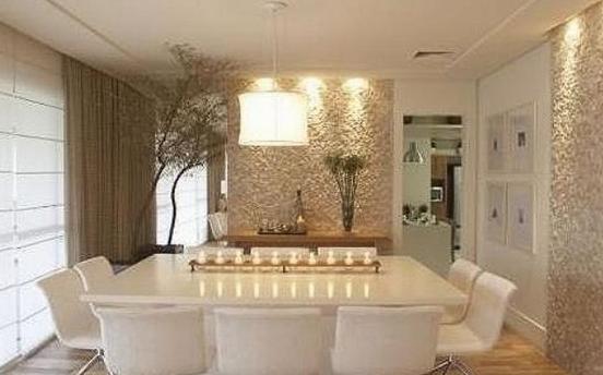 Salón comedor ultra elegante en blanco y beige