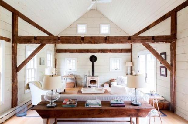 Salón rústico campestre con muebles blancos
