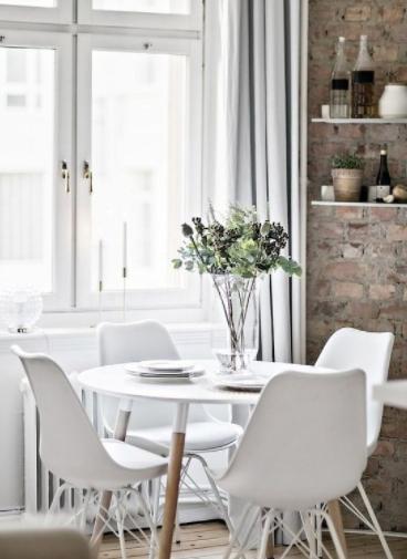 Salón comedor blanco pequeño
