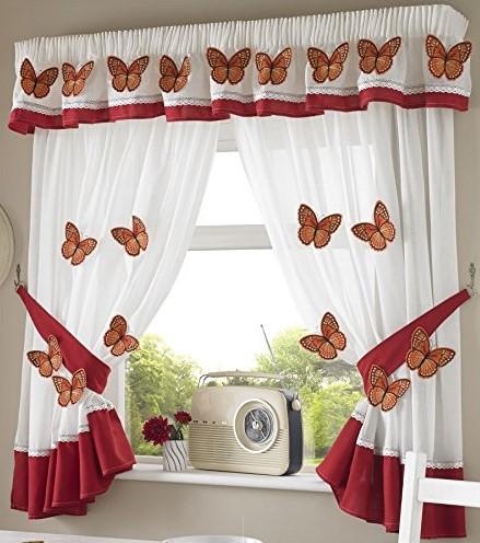 Cortina de cocina decorada con mariposas