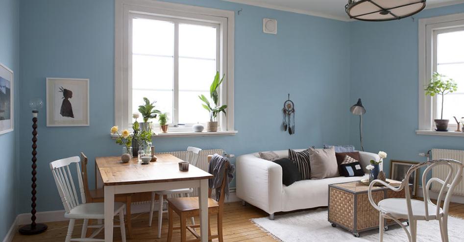 Salón azul y madera estilo vintage