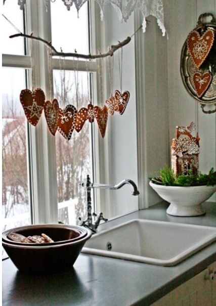 Decorar ventana de cocina con móvil