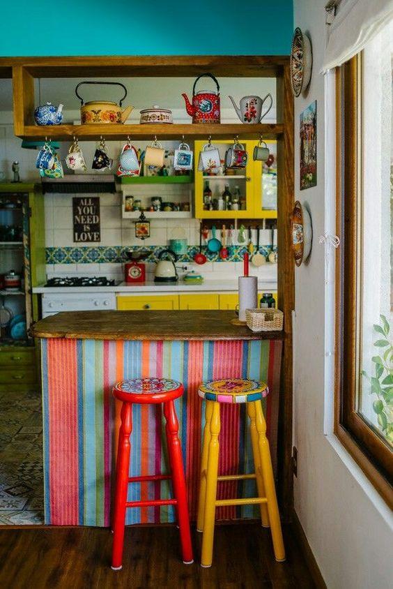 Muebles de distintos colores en la cocina boho chic