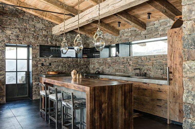 Una declaración fuerte e imponente con una pared de piedra en la cocina