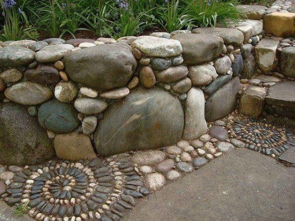 Canteros para el jardín con piedras de gran tamaño