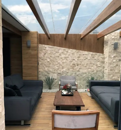 terrazas rústicas con techo de vidrio