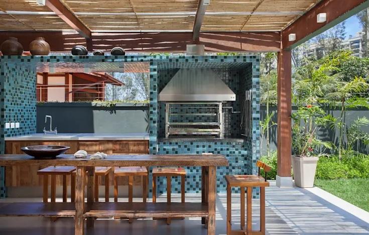 asador para el patio con azulejos