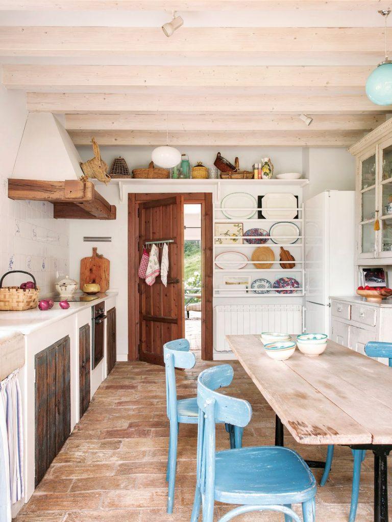 Para acentuar el tono campestre los platos son la mejor decoración