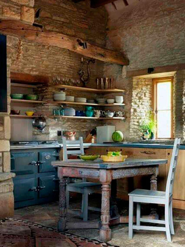 Cocinas de campo rústicas con paredes de piedra