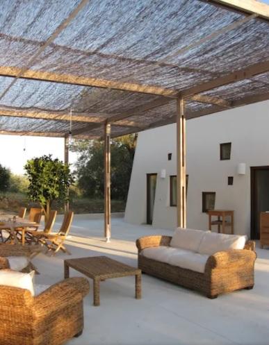 terrazas rústicas con techo de caña