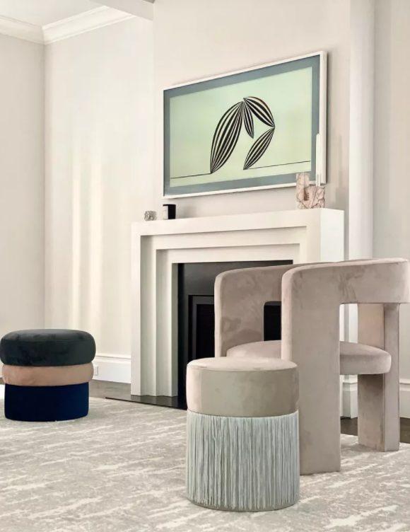El salon moderno y minimalista es refinado y elegante