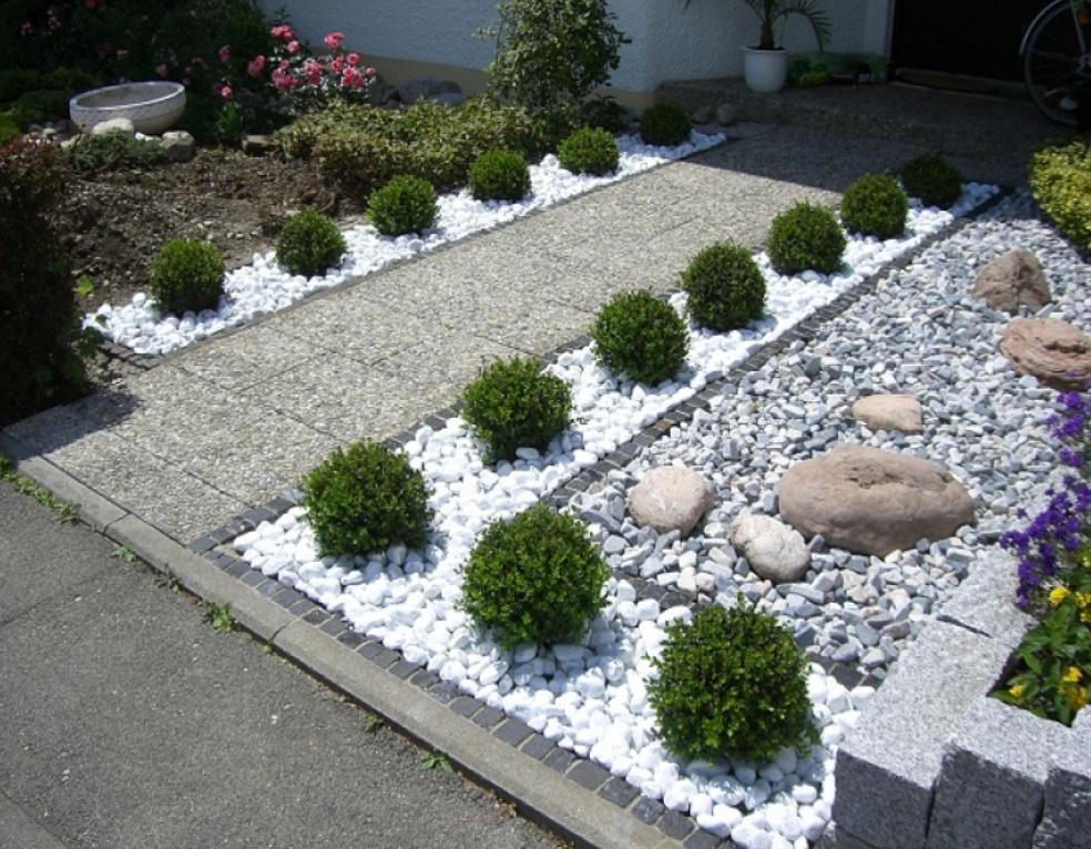 Parterres y piedras para dividir las áreas de tu patio