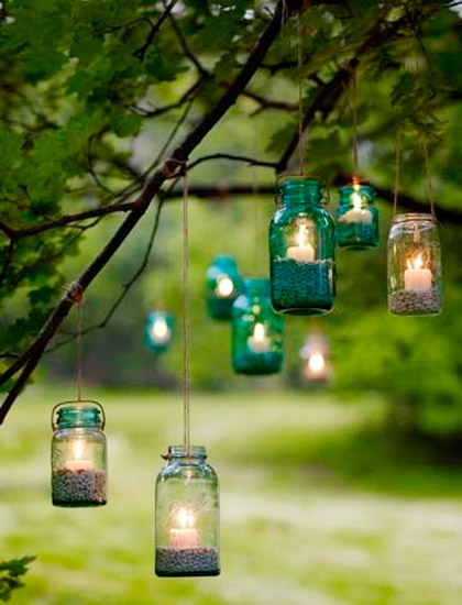 decorar árboles de jardín con velas
