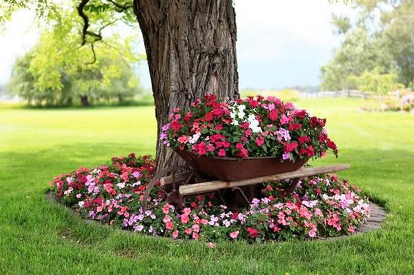 decorar árboles de jardín con flores