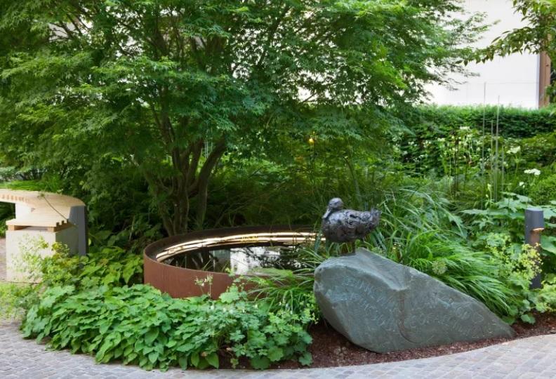 piedra grande para decorar un jardin