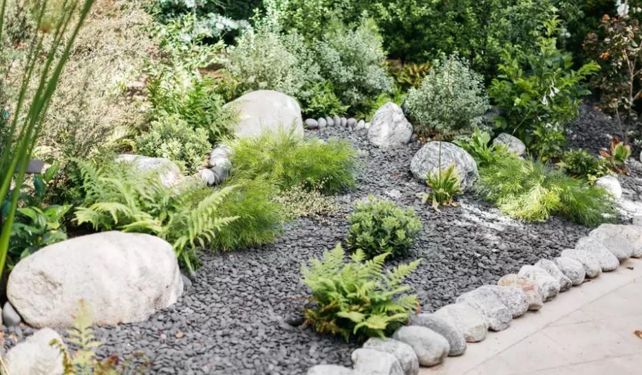 Cómo armar un pequeño jardín de piedras
