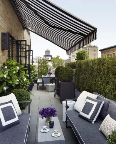 Terraza de ático pequeño con decoración moderna