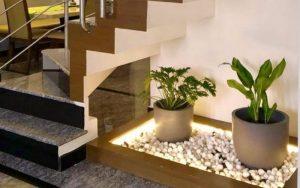 decoración de escaleras con plantas