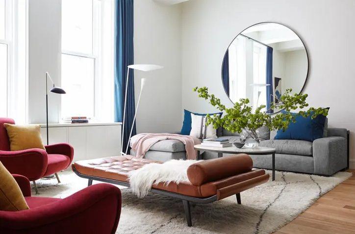 salon moderno y minimalista con muebles llamativos